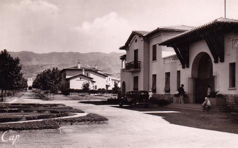 Blida-Joinville fut le premier Hôpital Psychiatrique d'Algérie (1er bâtiment en 1927 et inauguration officielle en 1938).